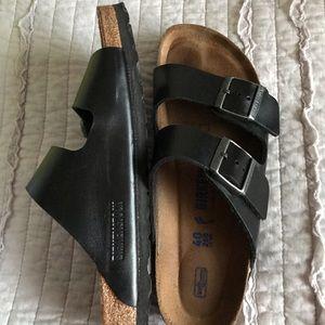 Women's Size 40 black leather Birkenstock's.